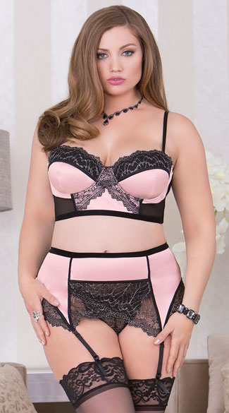 Plus Size Romantic High Waisted Lace Bra Set