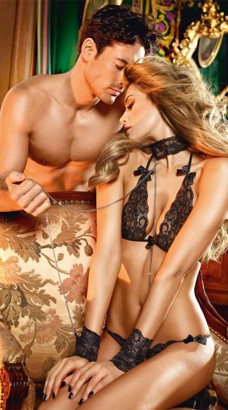 Bra, Panty, Collar and Cuffs Lingerie Set - Black