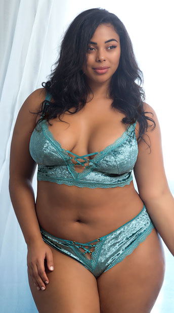 932b2b07e38c Plus Size Amalie Velvet Bralette, plus size velvet lace bralette ...