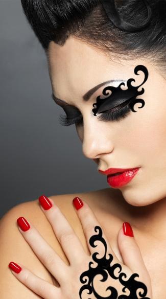 Black Sassy Swirls Mask - Black