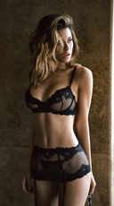 Elegant Bra and Garter Set - Black