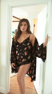be5eaf0eb9c7d ... Plus Size Reina Butterfly Sleeve Lace Robe - Black ...